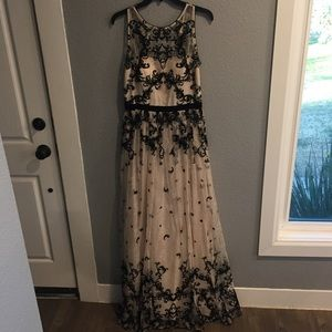 *Make an offer* Adrianna Papell lace gown dress